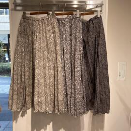 ペイズリープリーツスカートのご紹介です。