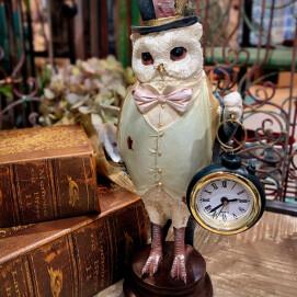 紳士の格好をしたフクロウ時計