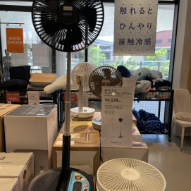 蒸し暑い季節に快適な『コードレスリビングファン』🎐